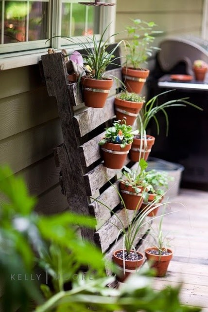 DIY-ideas-flower-walls-for-patio-farmhouse-deck
