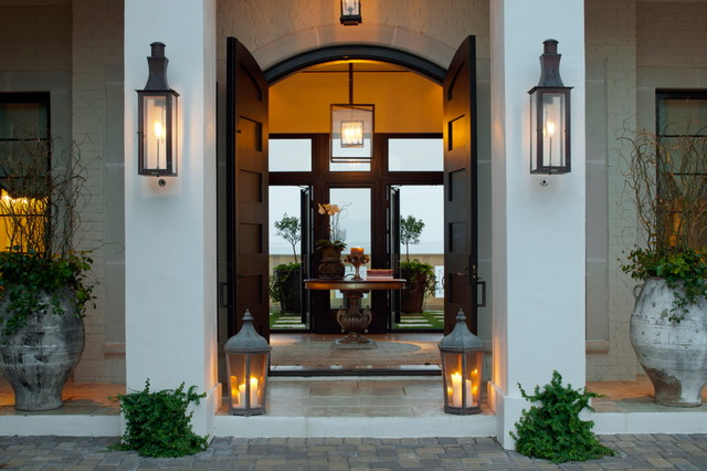 home-decor-with-lantern-entry