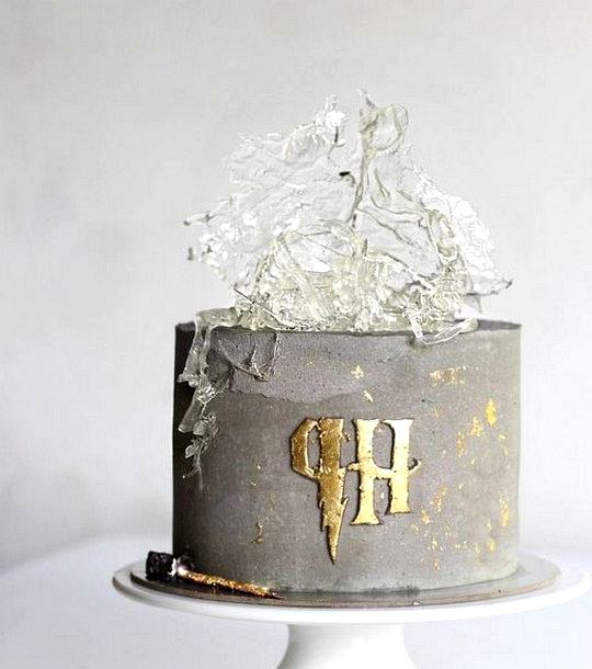 Stunning harry potter themed wedding cake