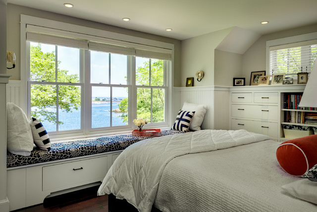 beach-style-bedroom-window-with-cozy-windowsill