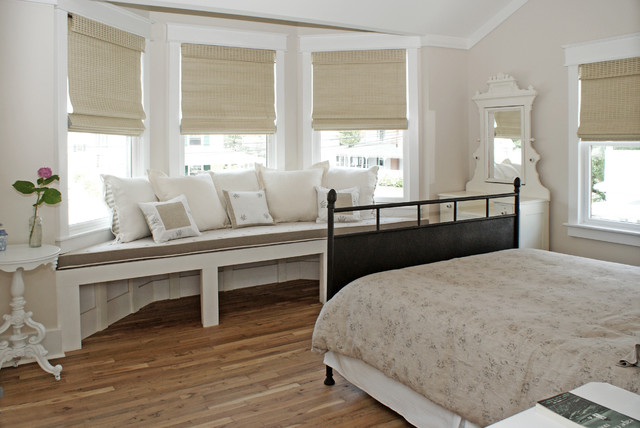 beach-style-white-bedroom-windowsill