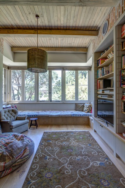 big-family-room-cozy-windowsill