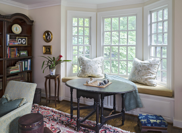 traditional-family-room-cute-windowsill