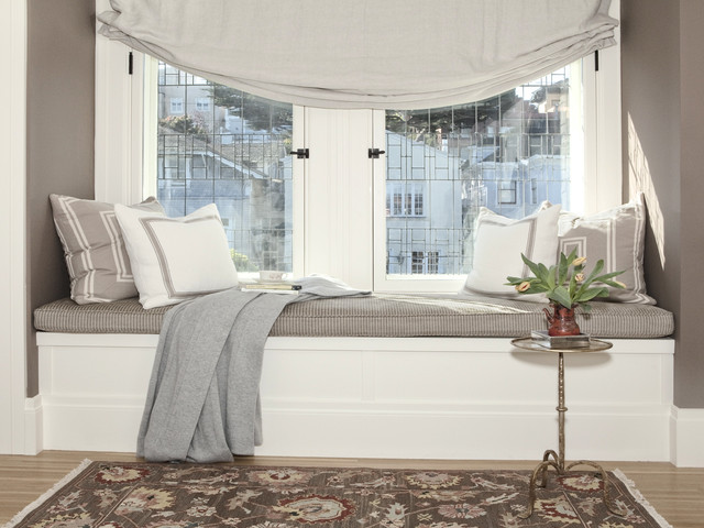 windowsill-for-traditional-bedroom