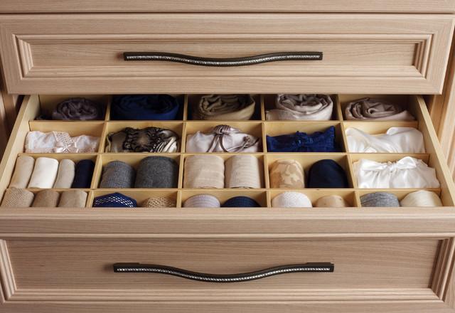 contemporary-comfy-closet