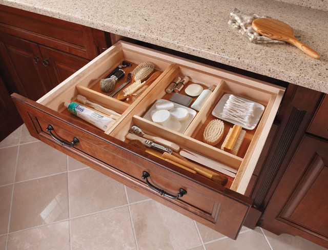 traditional-bathroom-cosmetics-organizer