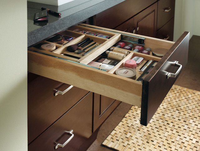 traditional-cosmetics-organizer