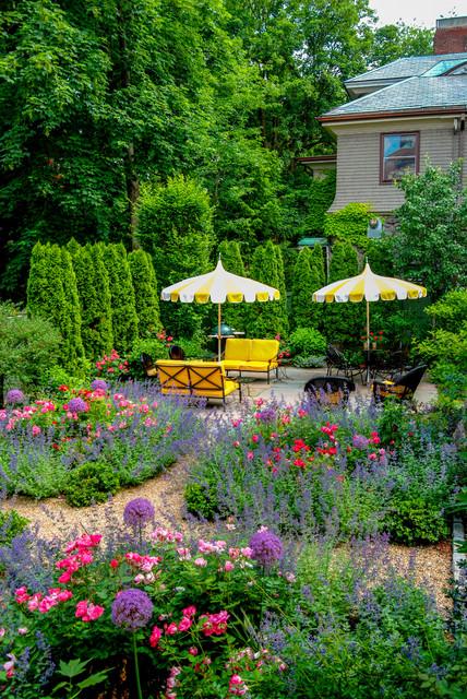 traditional-garden-patio