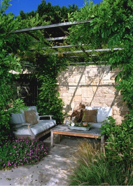 traditional-patio-garden