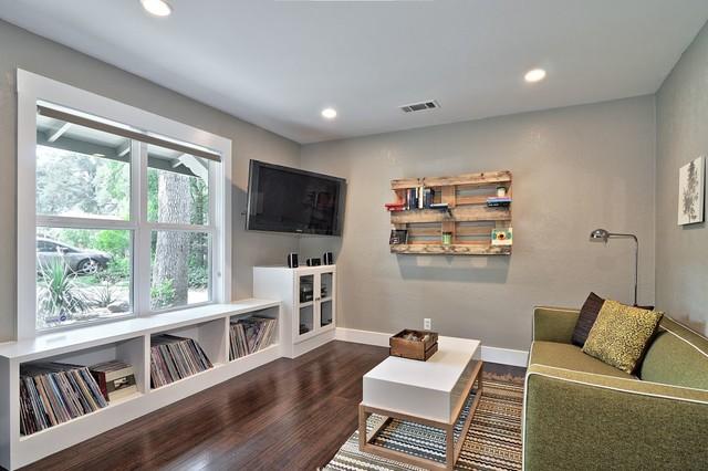 DIY-family-room-wall-shelf-pallet-idea
