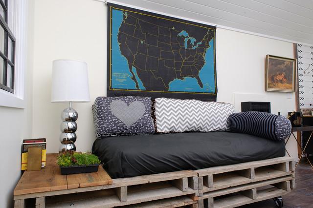 DIY-living-room-bed-pallet
