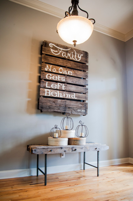 DIY-wall-decorating-idea-pallet-raditional-hall