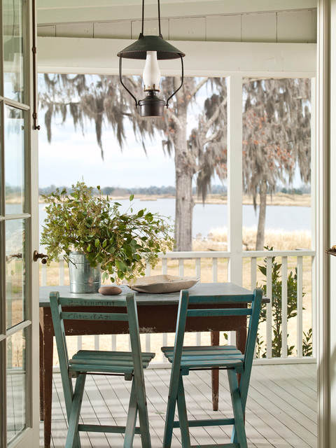 home-decor-with-lantern-porch