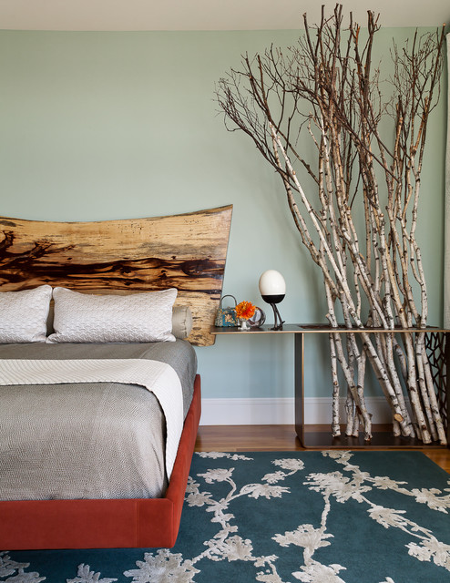 mood-wood-in-your-home-rustic-bedroom-wooden-headboard
