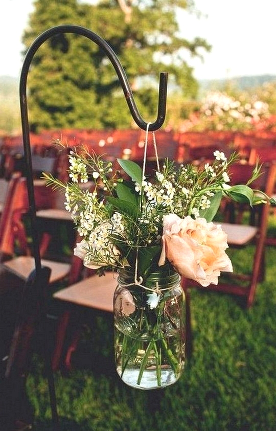 rustic wedding aisle decor ideas with mason jars and floral