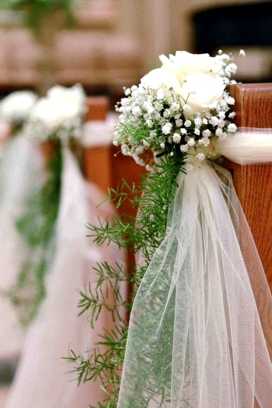 church pew wedding ceremony decoration ideas with baby's breath