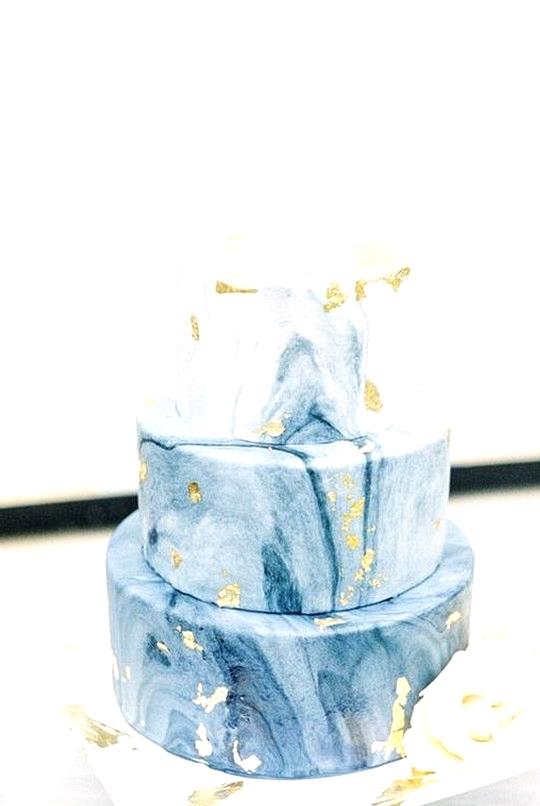 shades of blue and metallic gold wedding cake