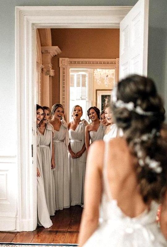 wedding photo ideas with bridesmaids