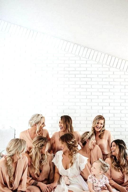 bridal party getting ready wedding photo ideas