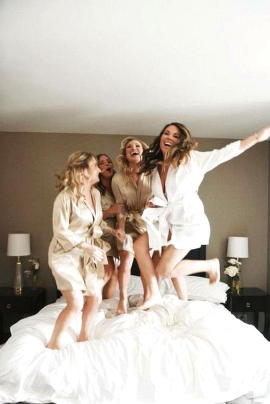 have fun wedding photo ideas with bridesmaids