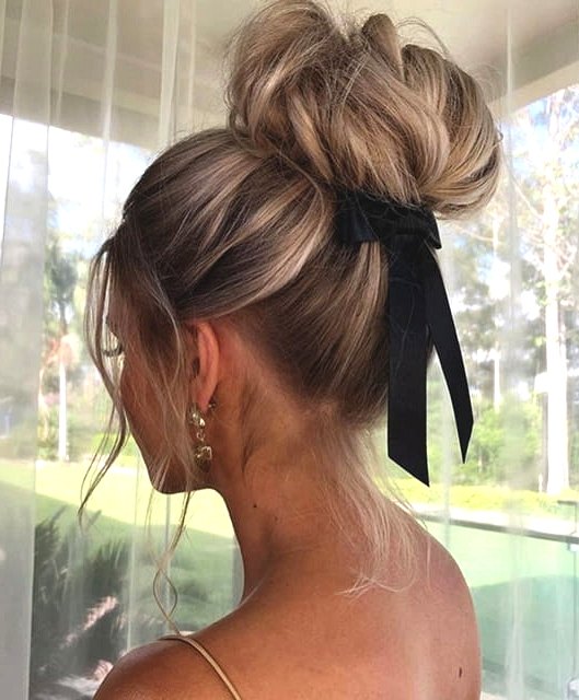 11 Charming Valentine's Day Hairstyles For Any Type Of Date