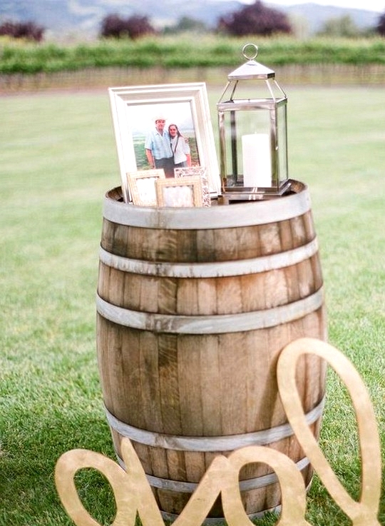 country rustic wedding ideas with wine barrels