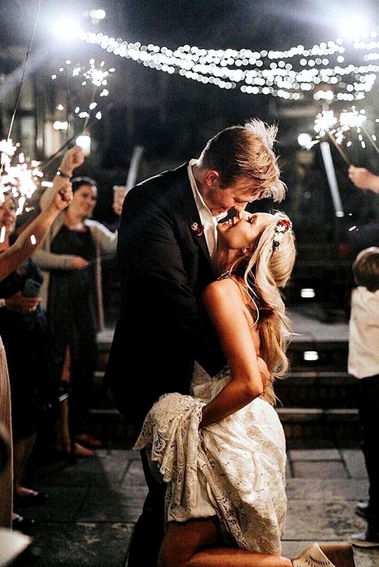 wedding photo ideas at night time
