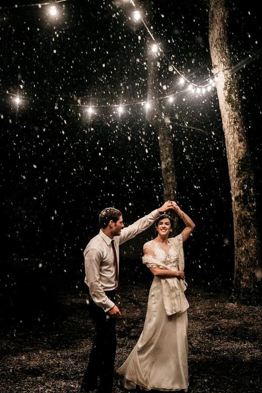 sweet nighttime wedding photo ideas bride and groom
