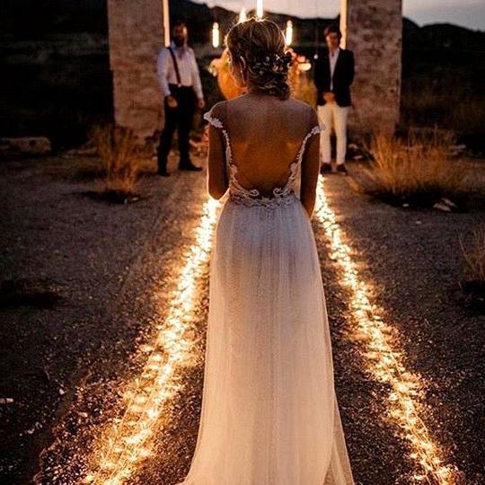 night wedding photo ideas back of the bride