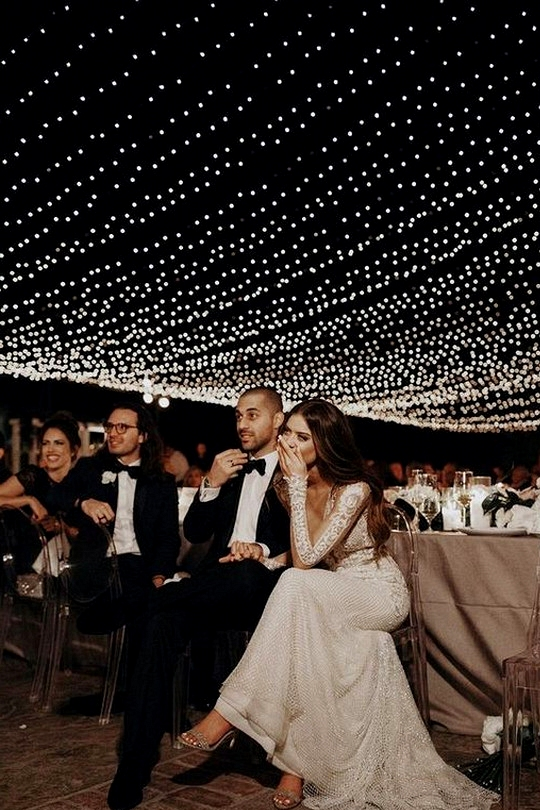 gorgeous night wedding photo ideas with string lights
