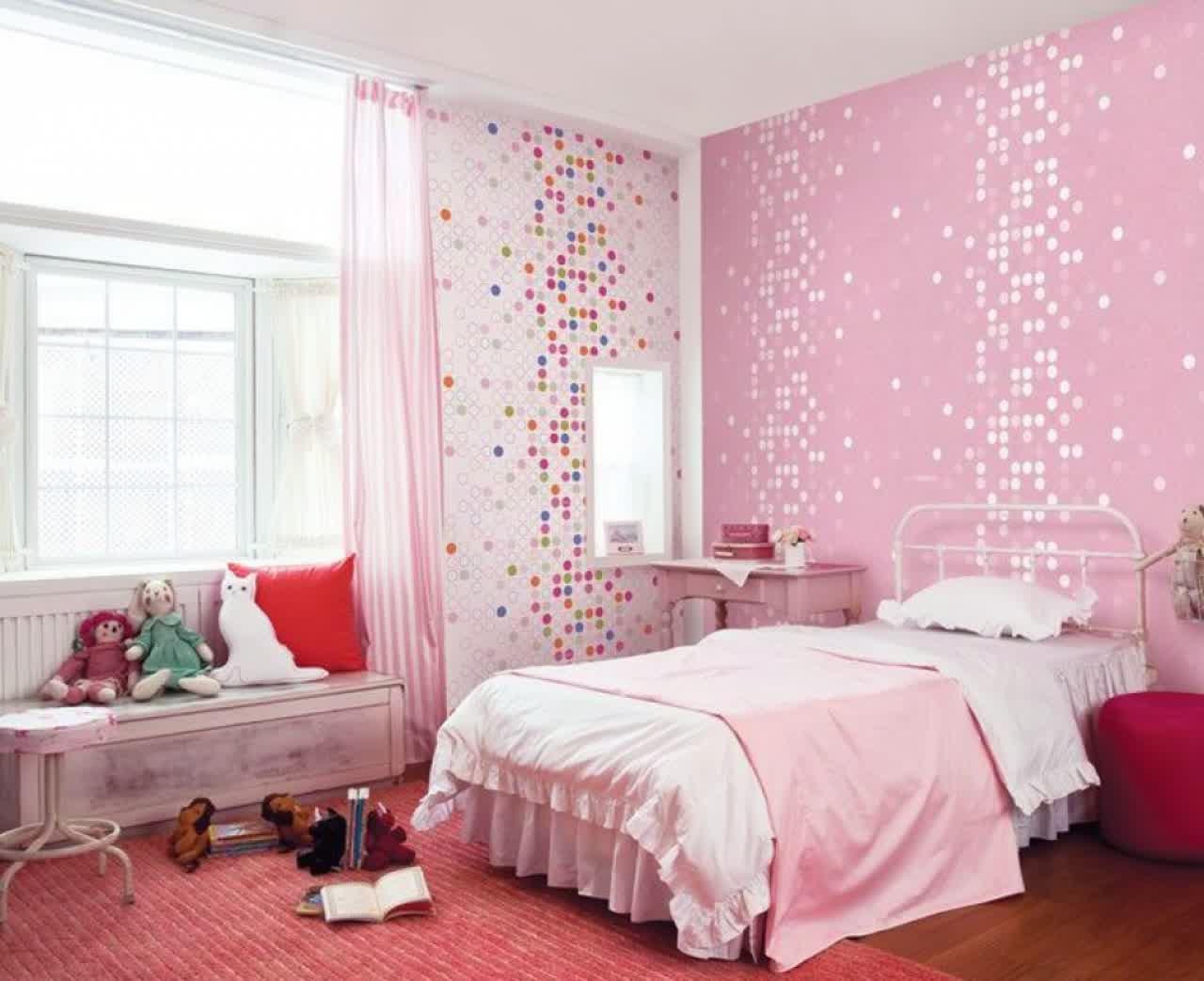 Girly bedroom decoration