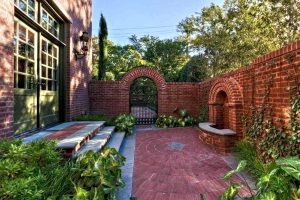 Get the Backyard Garden Comfort with 10 Privacy Fence Ideas