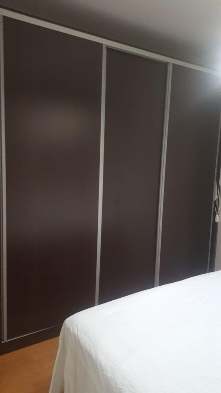 Dark-closet-doors-renew-with-vinyl-lokoloko