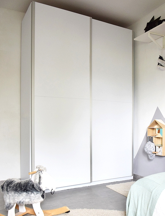 Wardrobe-doors-children's-bedroom-transformed-with-matt-white-opaque-vinyl-self-adhesive-and-washable-lokoloko