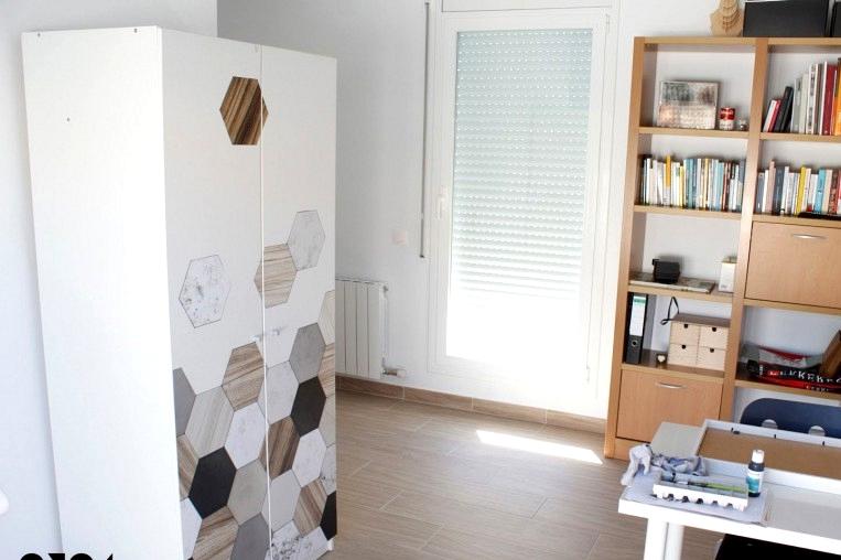 Wardrobe-decorated-with-vinyl-of-hexagonal-tiles-ceramic-marble-wood-self-adhesive-washable-lokoloko