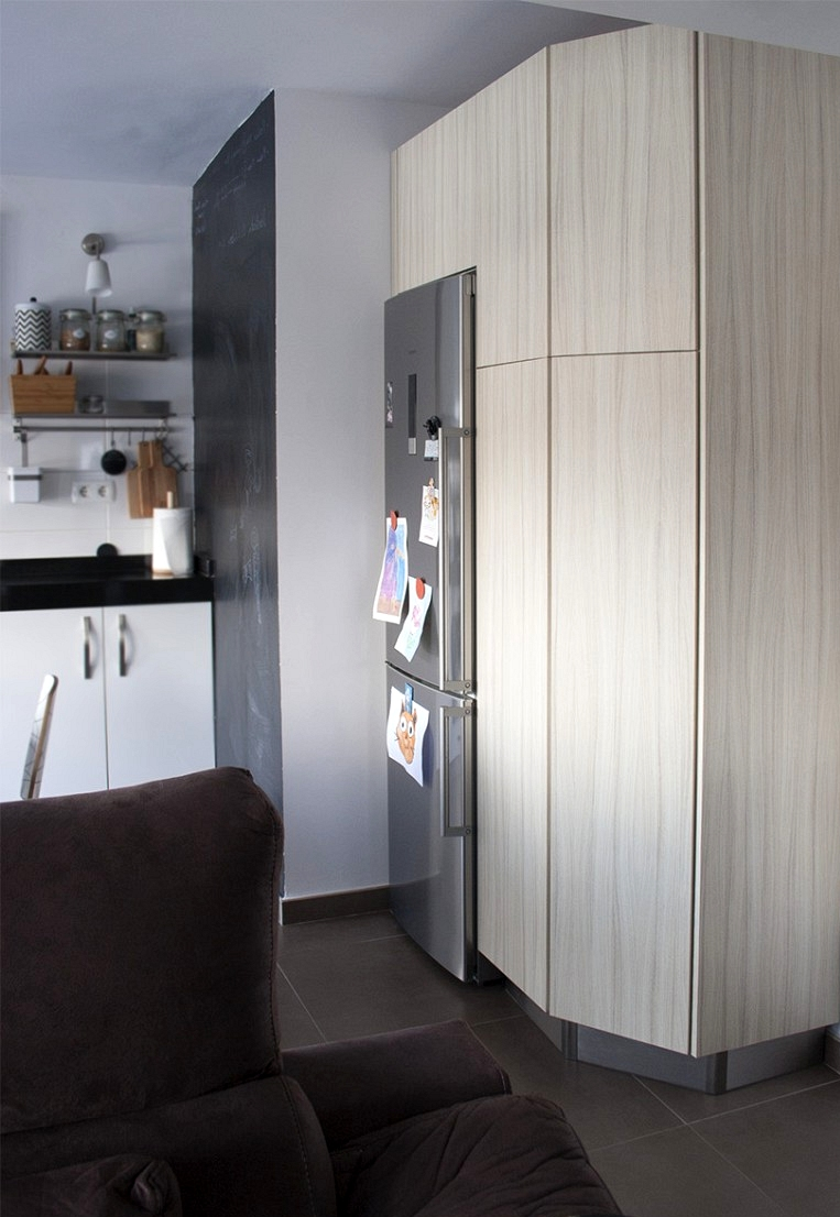 Renovated-kitchen-cupboard-doors-vinyl-washable-opaque-self-adhesive-wood-texture-elegant-lokoloko