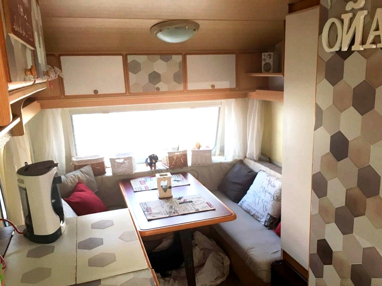 Vinyl-ceramic-adhesive-washable-to-decorate-interior-of-modern-caravans-lokoloko