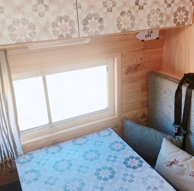 Vinyl-washable-and-self-adhesive-vintage-geometric-pattern-to-decorate-table and drawers-interior-caravans-vintage-lokoloko