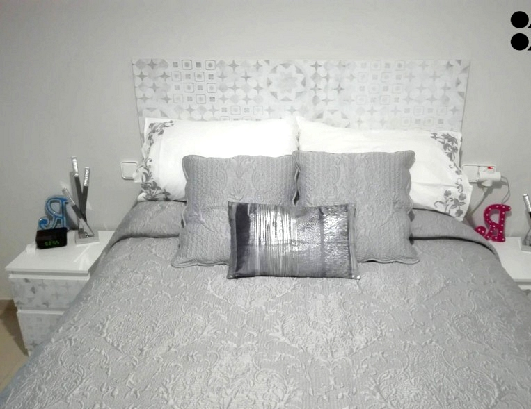 Decorate-with-hydraulic-vinyl-worn-out-washable-self-adhesive-to-line-headboards-of-bed-lokoloko