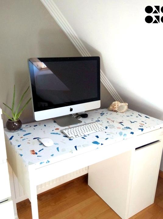 Cover-office-table-with-vinyl-self-adhesive-texture-terrazzo-cold-albaalabla-lokoloko