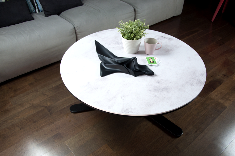 Round-center-table-renovated-with-waterproof-vinyl-texture-white-concrete-boho-chic-lokoloko-style