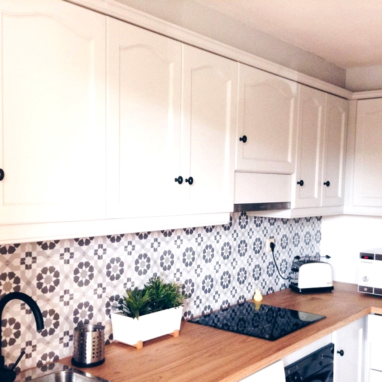 Vinyl-geometric-vintage-pattern-3-white-and-black-to-stick-on-front-of-rustic-kitchens-lokoloko