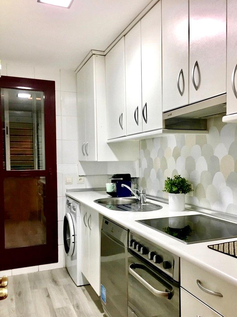 Vinyl-washable-gray-scales-to-renew-kitchen-front-lokoloko-decoryver