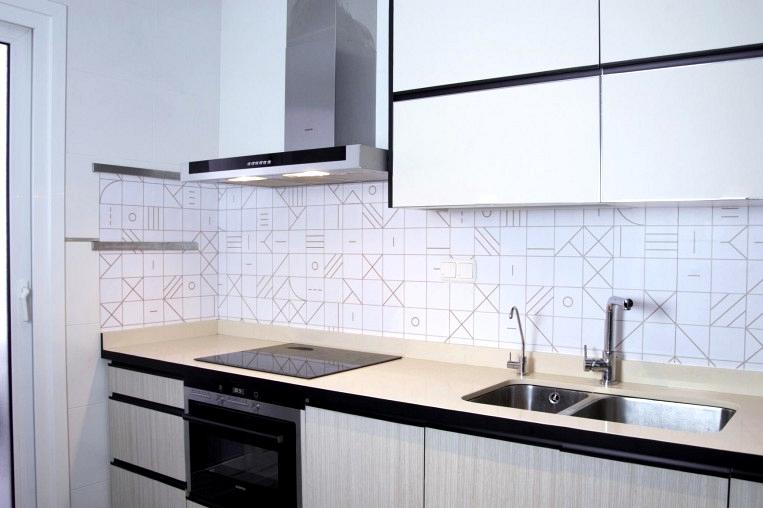Vinyl-to-stick-kitchen-fronts-tiles-geometry-bahuaus-camel-lokoloko