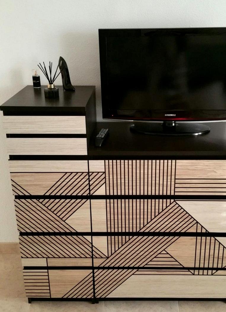 Vinyl-mosaic-of-black-gometrica-wood-for-covering-living-room-furniture-lokoloko